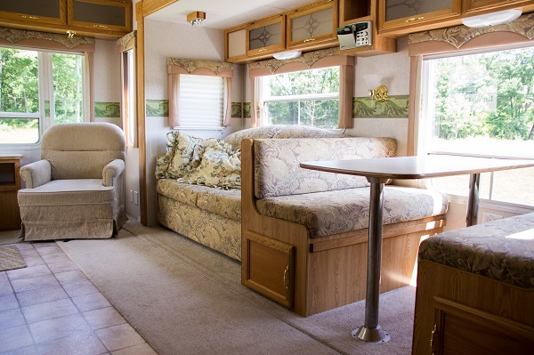 28ft fifth wheel dining